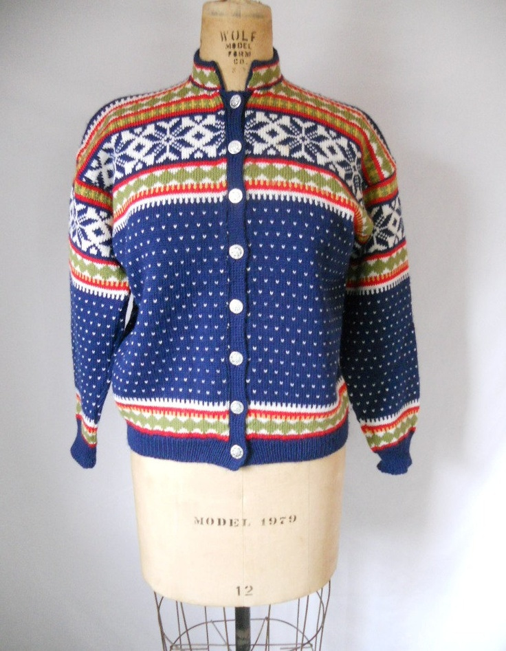 Label details: Viking Knit; Handmade in Norway; 100% wool - mothproof. 5600 Nordheimsund