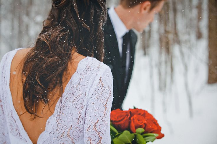 Gorgeous winter wedding - snow + roses = perfection!