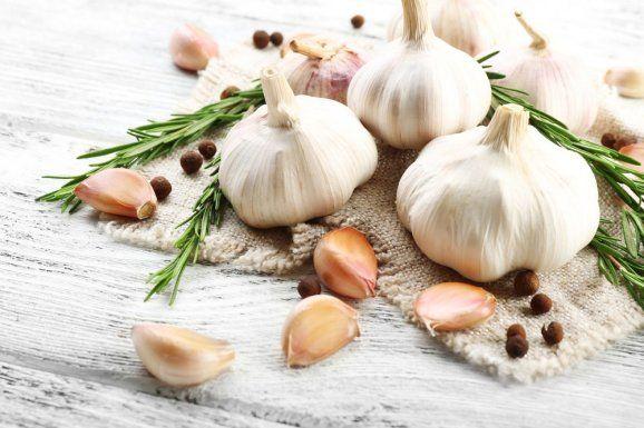 Fotogalerie: Víte, co dokáží slupky z česneku? Budete pořádně překvapeni
