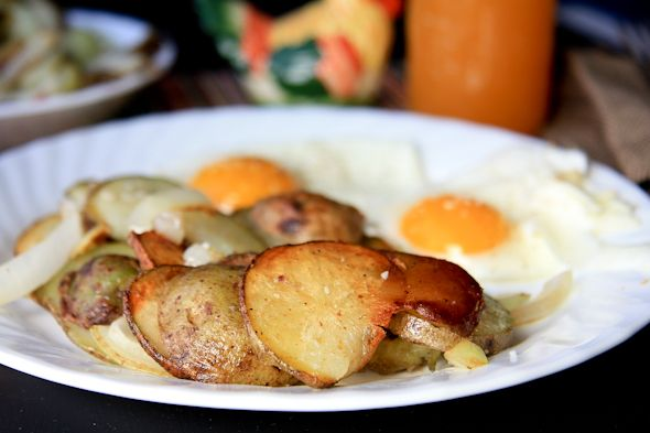 Bratkartoffeln (German Fried Potatoes and Onions)--Delicious nostalgia!! Anyone who's lived in Germany will love this.