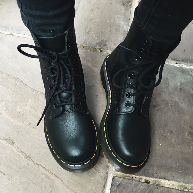 http://www.scorpioshoes.com/womens-c3/dr-martens-dr-martens-pascal-womens-leather-8-eyelet-ankle-boots-black-p44819