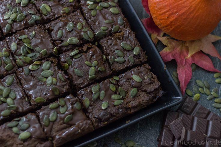 Kürbis-Brownies | vegan & ayurvedisch Süß, nussig, saftig und ganz viel Schokolade… dank des Kürbis im Teig werden diese Brownies zu einem wahren Genuß. Das brauchst du an einem dunklen Herbst-Nachmittag! Rezept & Video auf CLEANFOODLOVER.DE