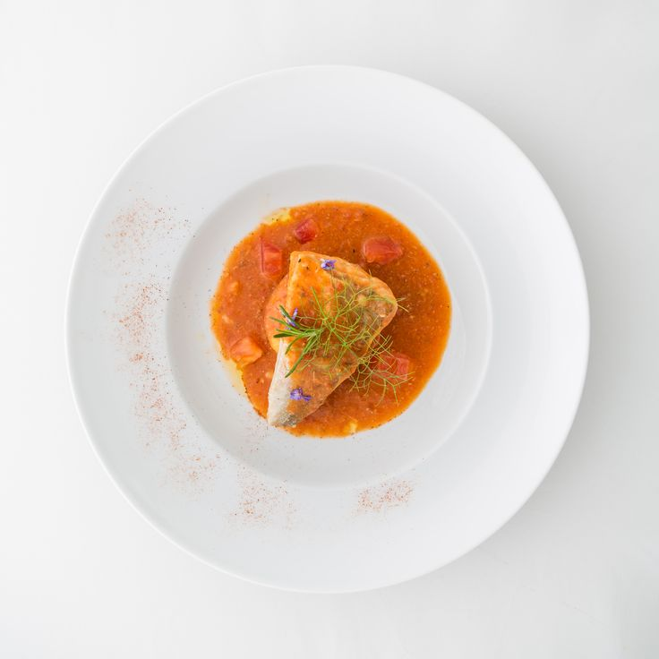 Gallinella in guazzetto leggero con piccolo flan di patate. #matrimoni #pranzo #secondipiatti #nozze #gourmet #eleganza #buonappetito