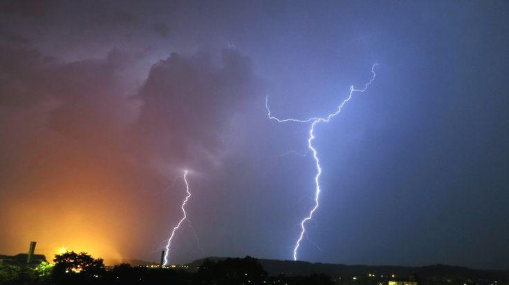 Gewitter über Differdingen, Luxemburg