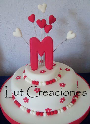 Nomeolvides y Corazones en Blanco y Rojo Torta Decorada con flores Nomeolvides y Corazones