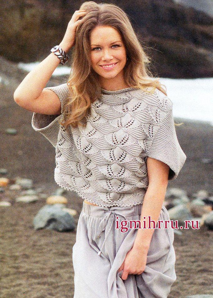 Серебристо-серый пуловер с ажурными узорами и цельновязаными рукавами. Вязание спицами