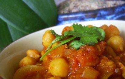 Curry di ceci - Ricetta originale per cucinare i ceci, aromatizzati con le spezie tipiche della cucina indiana, come il curry, la curcuma, il coriandolo e il cumino; da servire con del pane o con del riso