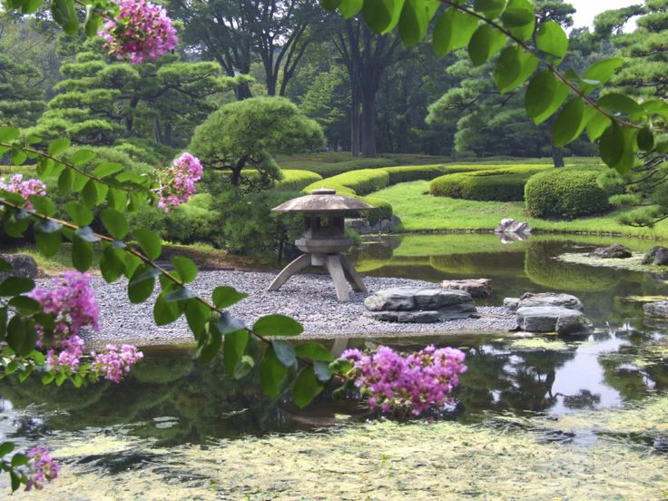 It is not required that your zen garden be landlocked. This interesting zen garden is out in the middle of a body of water. This makes an interesting and intriguing garden for sure.