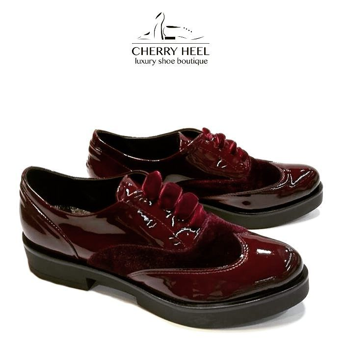 Texture is everything... we are crazy about this combination of patent leather & velvet in intense burgundy! ❤ Comfortable everyday style with special avant-garde touch! 👑  #CherryHeel #Luxuryshoeboutique #oxford #burgundy #patentleather #velvet #style #casual #fashion #MadeinItaly #shoes #comfort #instamood #instafashion #valentines2017 #instadaily #blogger #барселона #стиль #красота #каталония #шоппинг #мода2017