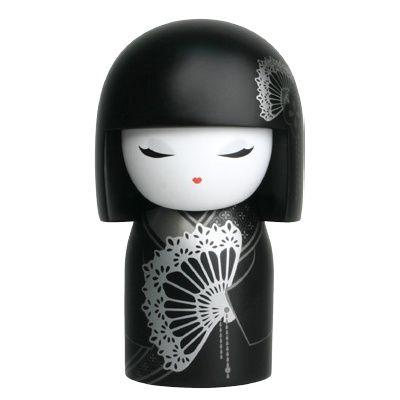 Kokeshi+babák+két+évtizede+a+japán+kultúra+intézményének+szerves+részét+képezik.+A+kokeshi+babák+adományozásának+szokása+az+Edo+korszakra+vezethető+vissza+(1603-1867)+Japánban.+A+Kokeshi+babákat...