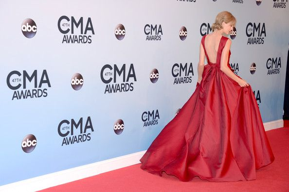 Taylor Swift attends the 47th annual CMA Awards at the Bridgestone Arena on November 6, 2013 in Nashville, Tennessee.