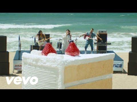 Il video musicale del nuovo singolo degli DNCE - Cake by the Ocean, pubblicato oggi, 16 settembre 2015, e disponibile per la visione.