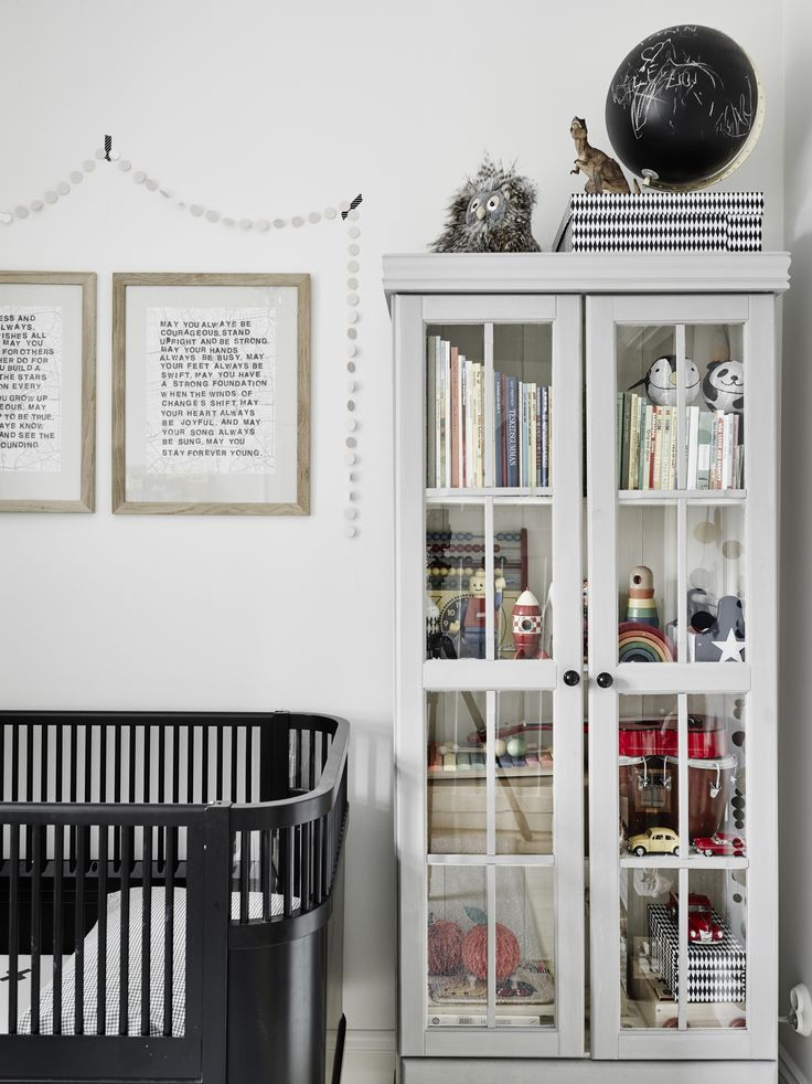 Friday home tour with the cutest kids' room, stadshem, scandinavian interior, via http://www.scandinavianlovesong.com/
