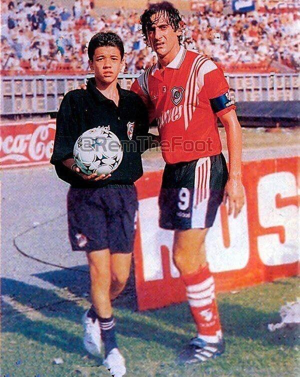 Un joven Andres D'Alessandro junto a Enzo Francescoli. Foto de recuerdo de dos grandes!
