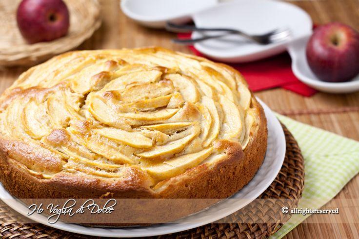 Torta di mele e banane, ricetta soffice e morbida. Un dolce soffice per la colazione, la merenda dei bambini. Facile e veloce da preparare. Si conserva per più giorni