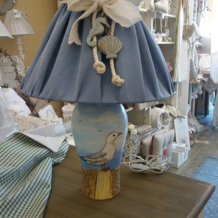 Ho realizzato q.sto paralume x una lampada dipinta a mano....direi ottimo lavoro i decori superbi!