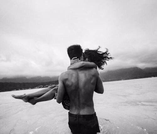 У мудреца спросили: - Если человек любит, он вернется?