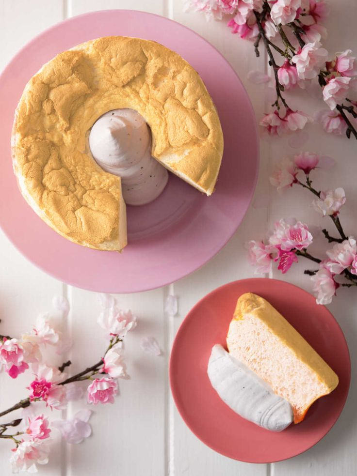 スプーンで食べる新感覚のシフォンケーキ専門店「シフォンアンドスプーン」から期間限定のさくら味が登場します。見た目も春らしいかわいい限定ケーキなので、ぜひこの機会に春気分を楽しんでみてはいかがですか?