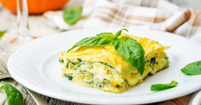 Recette de Lasagnes diététiques aux épinards, basilic et mozzarella pour petit budget. Facile et rapide à réaliser, goûteuse et diététique.
