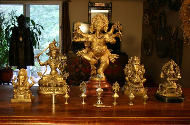 apartmentf15: chinese altar table accessories