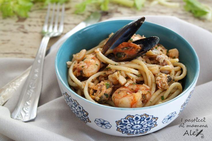 Gli Spaghetti ai frutti di mare si possono preparare in meno di 30 minuti, seguendo questa interessante ricetta
