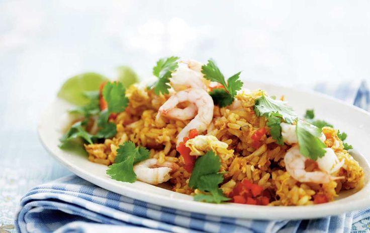 Lækker opskrift på den skønne indonesiske risret, nasi goreng. Nasi goreng betyder faktisk bare 'stegte ris' på indonesisk