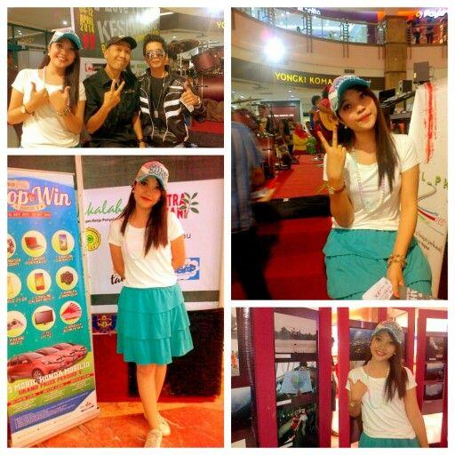 "Kesah Asap di Mall SKA Pekanbaru 5 April 2014, pameran foto, karikatur dan blog. ""I Love The Blue"" #latepost #mc #asap #pekanbaru #eventpku #komunitas #blue #mall  #smile"