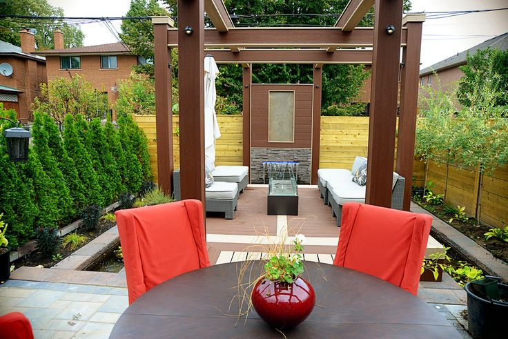 Dining in comfort and style! Deck Design by Paul Lafrance Design.