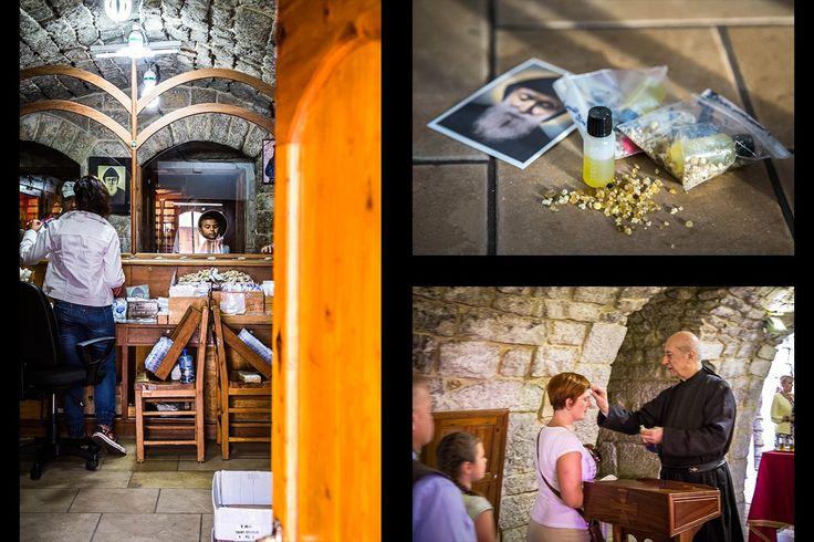 Olej św. Charbela jako relikwia 3 stopnia (zdj. po prawej u góry), którą za drobną ofiarę można otrzymać w klasztorze (zdj. po lewej). Błogosławieństwo olejem św. Charbela udzielane pielgrzymom przez Maronickiego zakonnika (zdj. po prawej na dole).