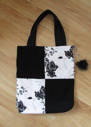 Kup mój przedmiot na #vintedpl http://www.vinted.pl/damskie-torby/torby-na-ramie/18089341-czarno-biala-torba-na-zakupy-z-materialu-z-pomponem