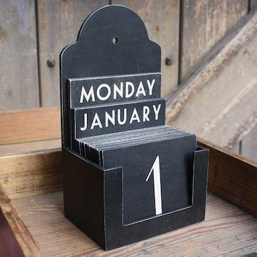 """Как-то в прошлом году я увидела в интернете интересную штуку под названием """"Вечный календарь"""" и сразу решила сделать себе такой же. Нача..."""