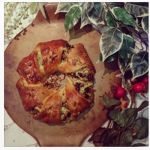 Ways with leftover turkey: How to make a turkey & cranberry festive wreath - recipe on the blog!