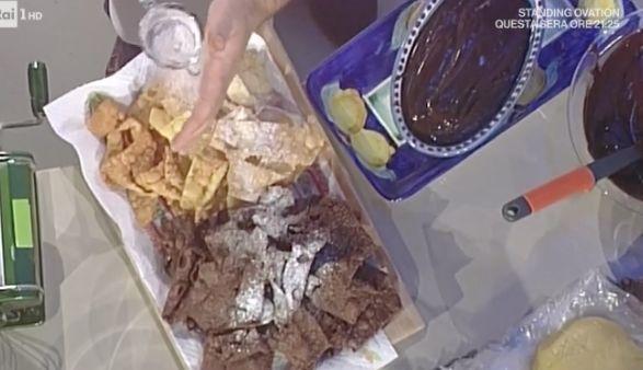 La ricetta delle chiacchiere al cacao di Sal De Riso oggi 17 febbraio 2017 dalle ricette La prova del cuoco del venerdì
