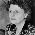 En 1927 Blair Niles (1880-1959) se convirtió en la primera mujer en visitar Devil's Island, una colonia penal en la costa de la Guayana francesa, interesada por las condiciones de vida de los presos. Fue una de las cuatro fundadoras de la Sociedad de Mujeres Geógrafas, vivió entre las tribus de México y del Sureste de Asia, viajó en carreta de bueyes por Colombia y Perú, y escribió extensamente sus experiencias.