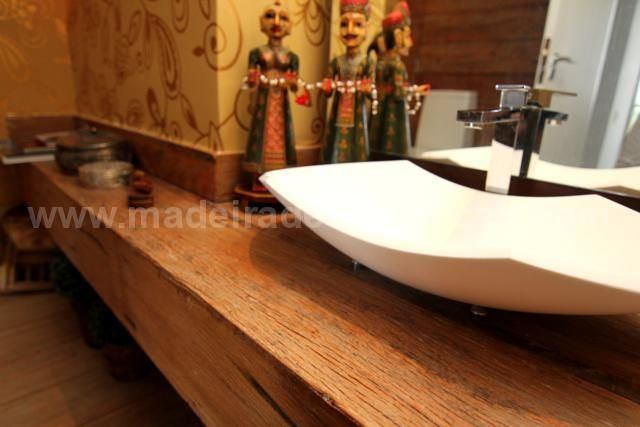 A pia do seu banheiro também pode ser super requintada! www.madeiradedemolicao.com
