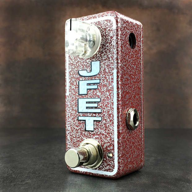 The JFET mini booster is a tight, largely transparent boost with just the right amount of high-end sparkle. The JFET mini booster can be used as an always on subtle enhancer or as a dedicated tool to push an amp into overdrive. Given its streamlined circuit design the JEFT mini booster is highly responsive to volume and tone adjustments allowing the core tonality of your instrument and the nuance of your playing to shine through. The JFET mini booster can be used stand alone or stacked in…