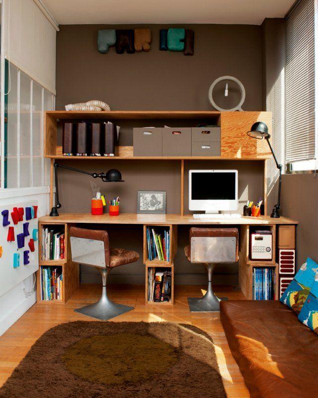 Une pièce bureau pour toute la famille >> Ce bureau est celui du loft des architectes d'intérieur Claire Escalon et Nicolas Lanno, de l'agence Premier Etage. Ils recherchaient avant tout un bureau à partager, un bureau familial, un bureau pour deux, dans la même pièce.