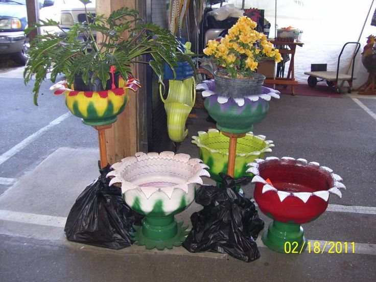 17 best images about llantas on pinterest tire table for Using tyres as planters