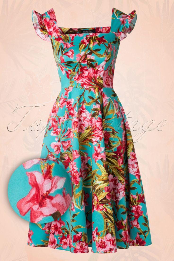 De50s Meredith Floral Swing Dress in Turquoisevan Hearts & Rosesis een klassieke jurk met een tropische touch!''Come on baby let us fly, take atickettothe sun, to atropicalparadise...!''Prachtig zomers jurkje met nauw aansluitende top, vierkante halslijn zowel aan de voor- als achterkant,roezeltjes in plaats van mouwtjes en coupenaden bij de buste voor een perfecte pasvorm. Mooi getailleerd loopt hij uit in een semi-swing rok, w...