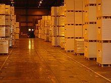 """Een korte definitie van logistiek is """"de juiste dingen, op de juiste tijd, op de juiste plaats, in de juiste hoeveelheden tegen optimale kosten""""."""