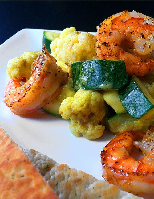 Scampi met bloemkool en courgette in groene curry