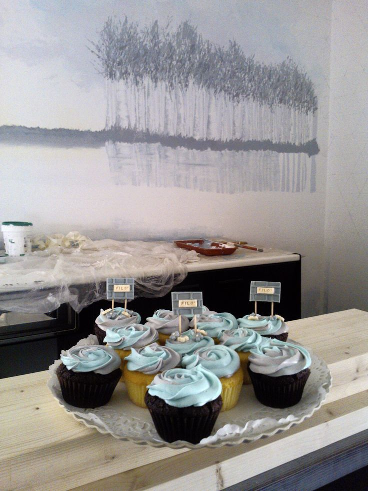 WAITING FOR FILO'! Blue and grey rose cupcakes, vanilla and chocolate