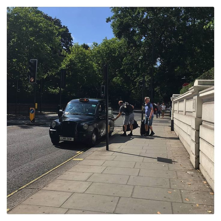 Stereotypically grabbing a taxi in London except calm and civilised.  .  .  .  .  .  .  .  .  . #uk #thisislondon #londonlife #igerslondon #england #visitlondon #londoncity #london_only #timeoutlondon #londonpop #shutup_london #toplondonphoto #prettycitylondon #ilovelondon #london4all #londontown #lovelondon #prettylittlelondon #londres #londoner #unitedkingdom #londoncalling #londonforyou #lovegreatbritain #thelondonlifeinc #londonlive #qatar #london_enthusiast