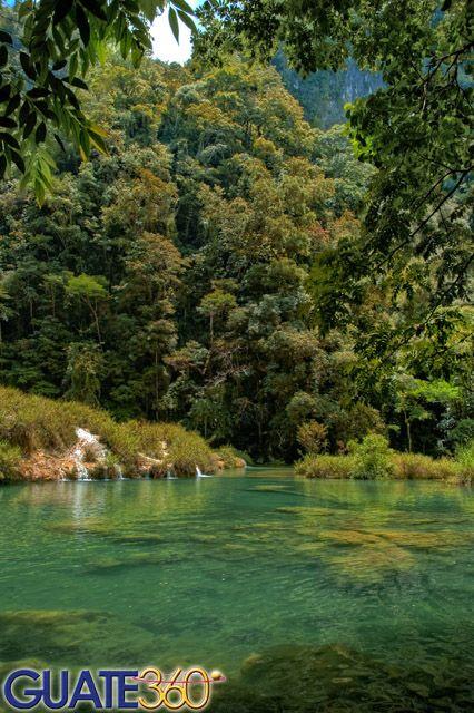 Pozas de agua cristalina en Semuc Champey, Coban, Guatemala
