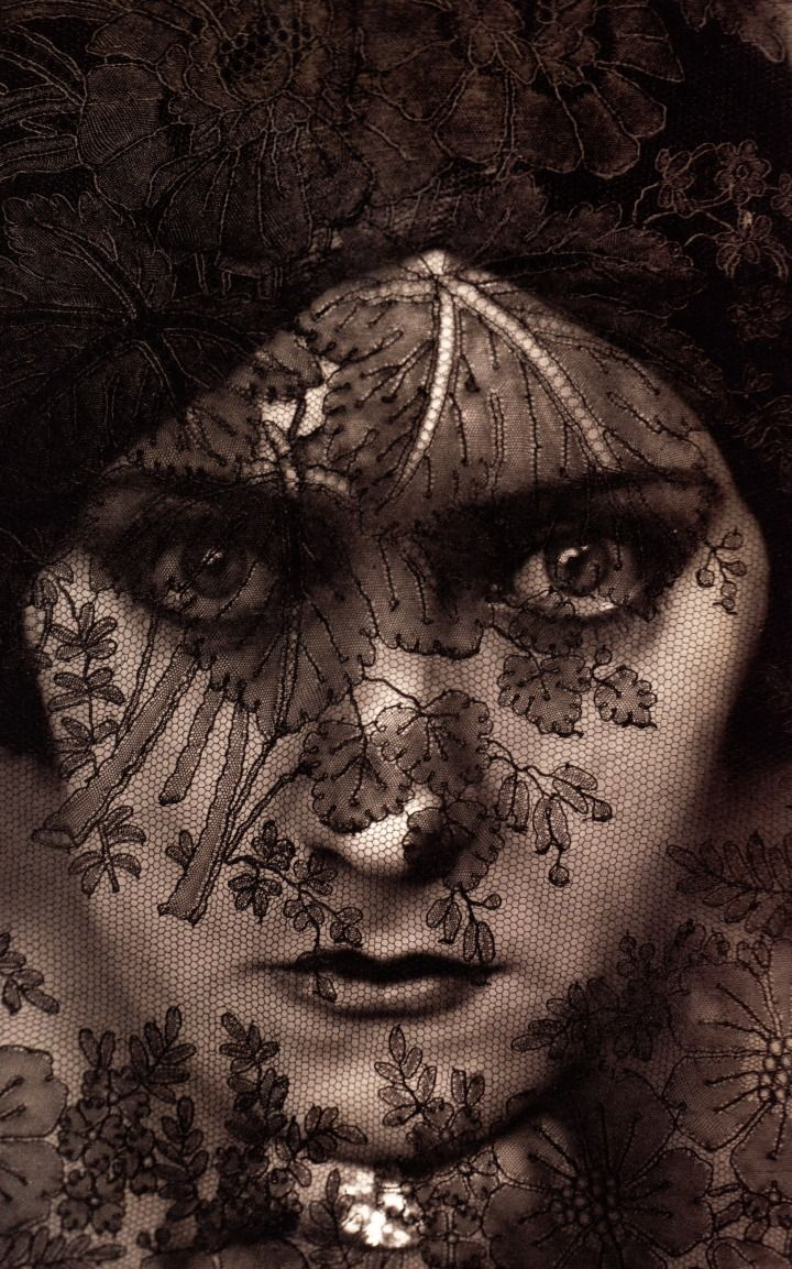 Gloria Swanson by Edward Steichen, 1924