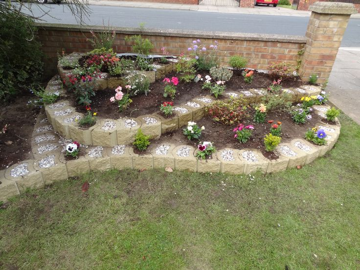 Raised flowerbed created with mortarless, reversible