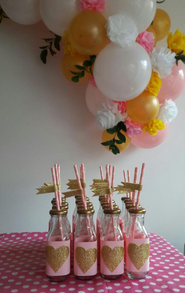 Decoración con globos y botellas decoradas