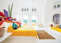 Una mezcla de arquitectura mexicana, marroquí e india se puede apreciar dentro de una reserva natural frente al mar del Pacífico mexicano.
