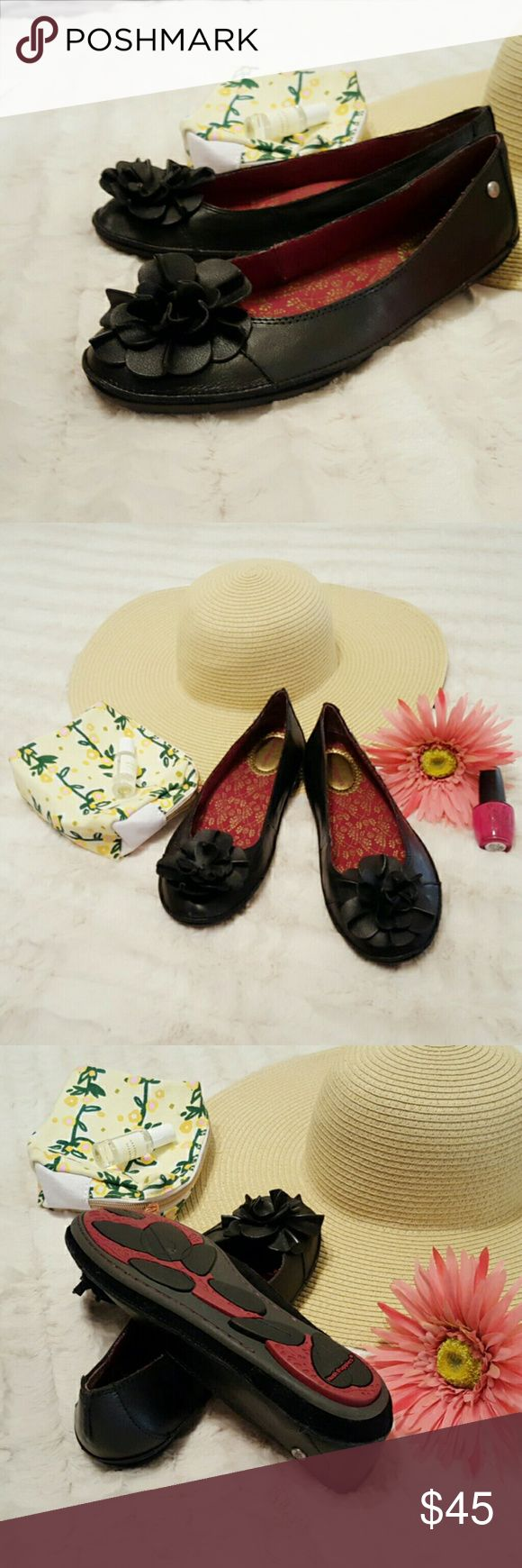 NEW Hush Puppies Leather Flats Flower detailed, leather flats. Quality and comfortable! Hush Puppies Shoes Flats & Loafers