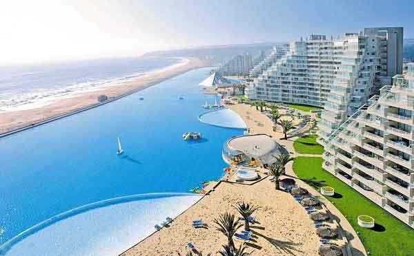 La piscina más grande y profunda del mundo - The Crystal Lagoon at San Alfonso del Mar resort, Chile, is large enough for sailing and comes with its own fake beach